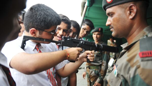 An Indian army officer watches as a school student checks the MP9 machine pistol during the display of arms and military equipment at the Polo Ground in Secunderabad, the twin city of Hyderabad, on September 29, 2018 - Sputnik International