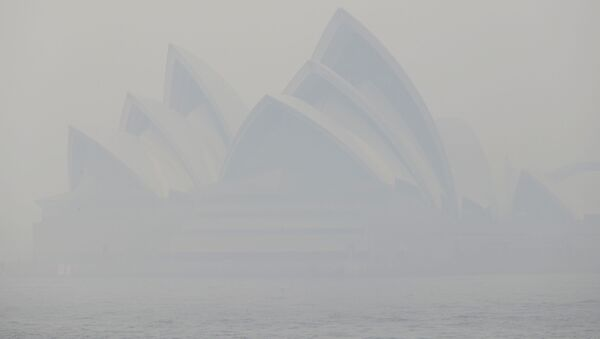 Thick smoke from wildfires shroud the Opera House in Sydney, Australia, Tuesday, Dec. 10, 2019. Hot dry conditions have brought an early start to the fire season - Sputnik International