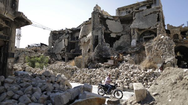 A man in the rubble of the old city of Aleppo - Sputnik International