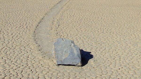 A sailing stone in Racetrack Playa - Sputnik International