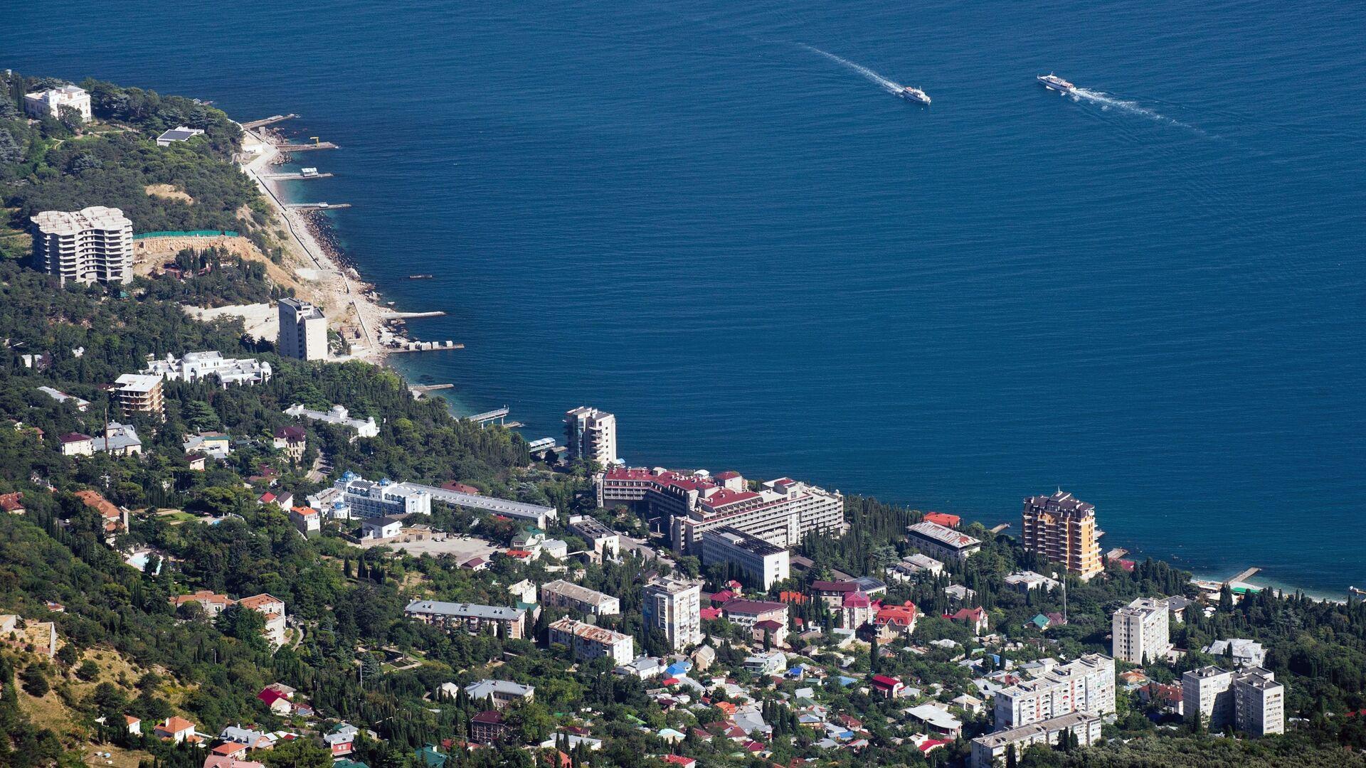 View of the Black Sea shore and the Miskhor village from Ai-Petri Mountain in Crimea - Sputnik International, 1920, 21.09.2021