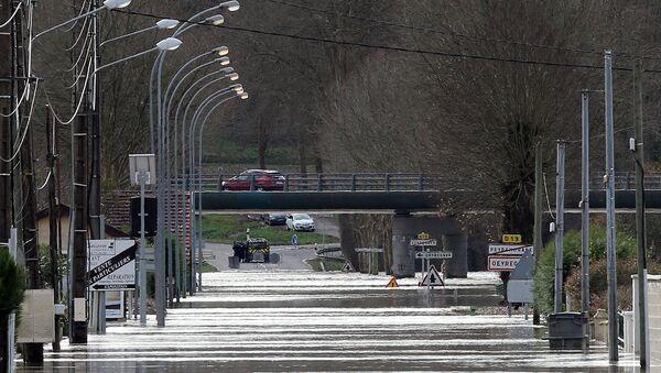A flooded street in Peyrorade - Sputnik International