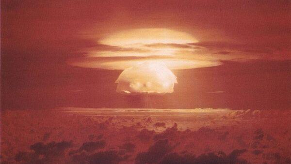 Nuclear weapon test Bravo (yield 15 Mt) on Bikini Atoll - Sputnik International
