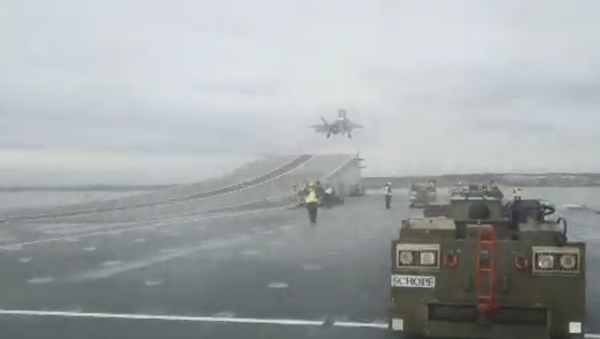 An F-35B takes off from the HMS Queen Elizabeth for the first time - Sputnik International