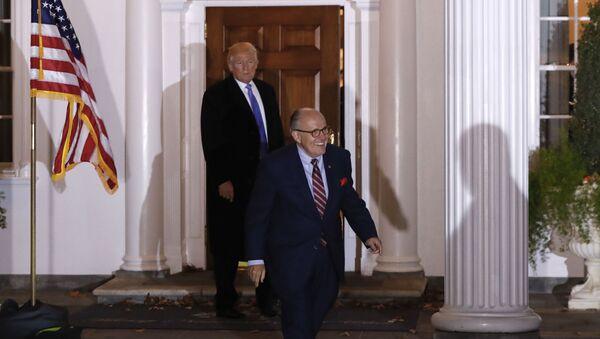 Rudy Giuliani walks to his motorcade vehicle - Sputnik International