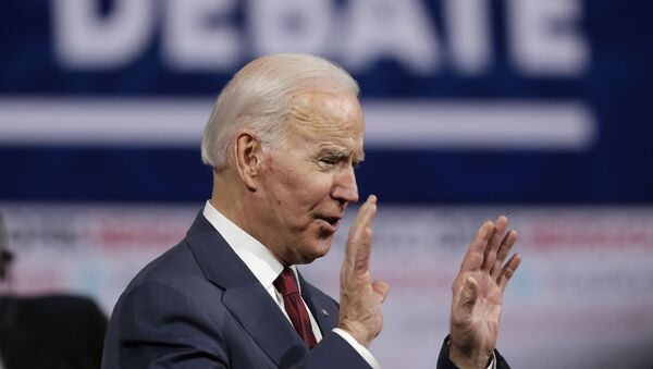 Former vice president Joe Biden, a Democratic presidential candidate, waves to the crowd after a Democratic presidential primary debate in Los Angeles, 19 December 2019. - Sputnik International