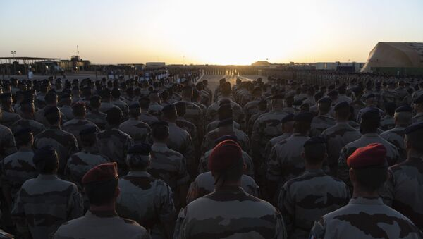 In this Saturday, Nov. 30, 2019 photo provided by French Defense Communication and Audiovisual Department (ECPAD), French soldiers attend a ceremony before loading the coffins of the 13 French soldiers into a military plane, in Gao, Mali. France will pay Monday a national homage for the 13 French soldiers killed inan helicopter collision while fighting Islamic State group-linked extremists - Sputnik International
