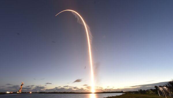 The Boeing CST-100 Starliner spacecraft, atop an ULA Atlas V rocket - Sputnik International