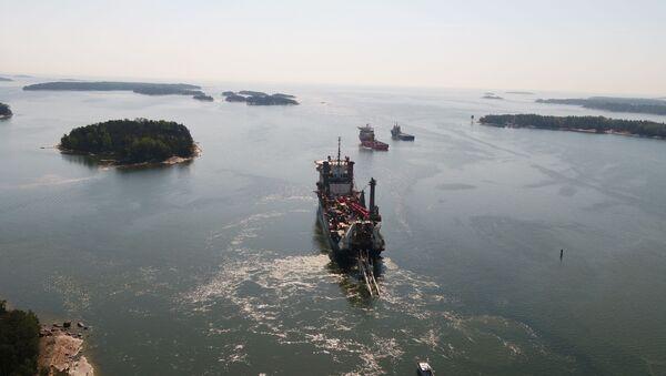 Allseas pipe-lying vessel, lays Balticconnector pipeline in Gulf of Finland - Sputnik International