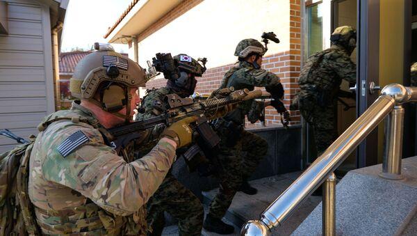 Special Operations Command Korea service members conduct close quarters battle training with their Republic of Korea Special Warfare Command counterparts at Kunsan Air Force Base, South Korea, Nov. 11, 2019 - Sputnik International