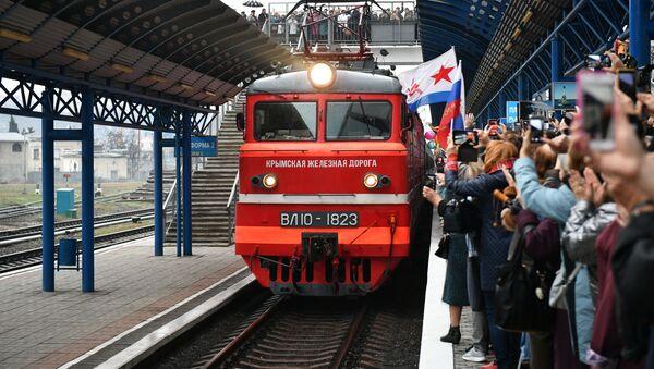 Arrival of Tavria passenger train in Crimea - Sputnik International
