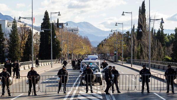 Police near the parliament in Podgorica, Montenegro - Sputnik International