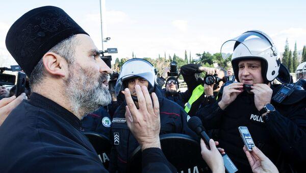 A Serbian Orthodox Church priest in Podgorica, Montenegro - Sputnik International