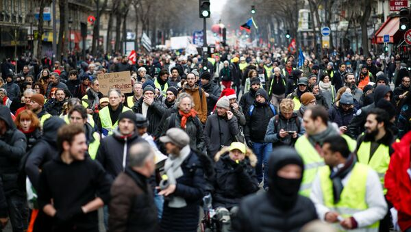 French labour union members and workers on strike attend a demonstration after 24 days of strike against French government's pensions reform plans in Paris, France, December 28, 2019. - Sputnik International