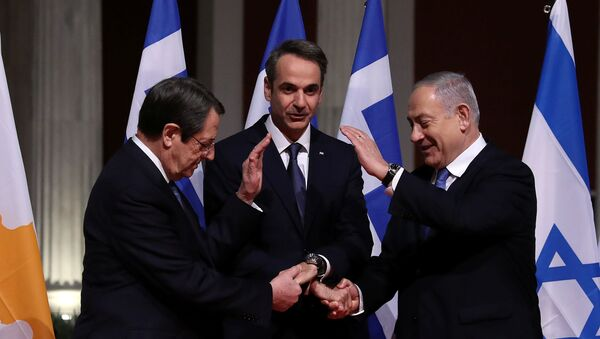 Cypriot President Nicos Anastasiades, Greek Prime Minister Kyriakos Mitsotakis and Israeli Prime Minister Benjamin Netanyahu pose for a photo before signing a deal to build the EastMed subsea pipeline to carry natural gas from the eastern Mediterranean to Europe, at the Zappeion Hall in Athens, Greece, January 2, 2020. - Sputnik International