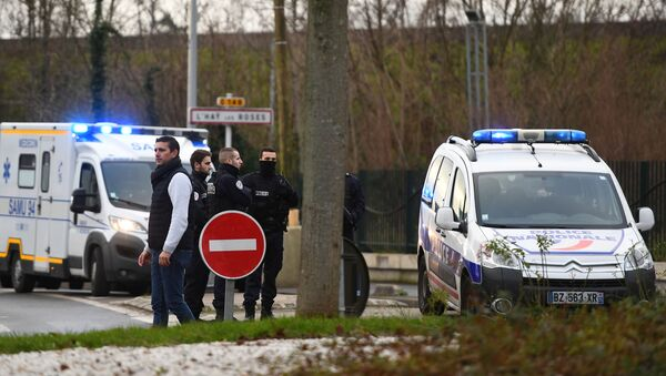 Police stand near a park in the south of Paris' suburban city of Villejuif on January 3, 2020 where police shot dead a knife-wielding man who killed one person and injured at least two others. - The man had attacked several people in a park in Villejuif before he was neutralised, the Paris police department said. Sources close to the investigation told AFP one of the victims had later died. The attacker was shot dead by police in a neighbouring suburb. The attacker's motive has not been made clear. - Sputnik International