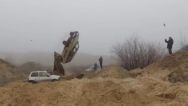 Video: Russian Stunt Driver Repeats Car Jump From James Bond's 'The Man With The Golden Gun' - Sputnik International