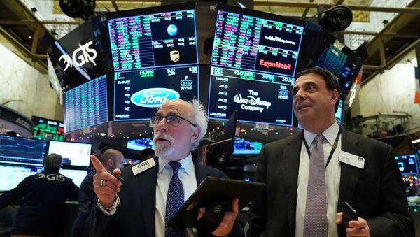 Traders work at the New York Stock Exchange (NYSE) in New York, U.S., January 2, 2020 - Sputnik International