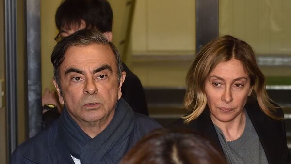 In this file photo taken on April 3, 2019, former Nissan Chairman Carlos Ghosn (L) and his wife Carole (R) leave the office of his lawyer in Tokyo. - Sputnik International