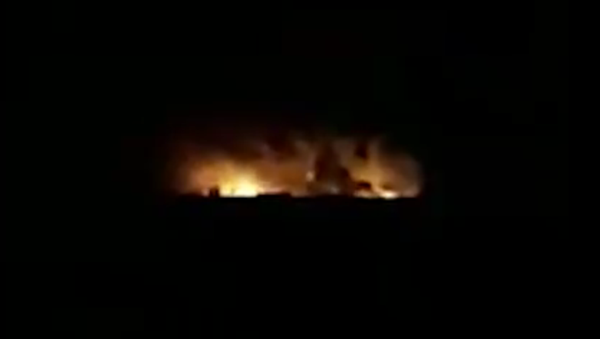 Footage Allegedly Shows Aftermath of Reported Iraqi-Syrian Border Airstrike 04.01.2020 - Sputnik International