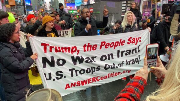 Anti-War Protesters Rally in New York Following Soleimani's Killing - Sputnik International