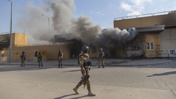 Iraqi army soldiers are deployed in front of the U.S. embassy, in Baghdad - Sputnik International