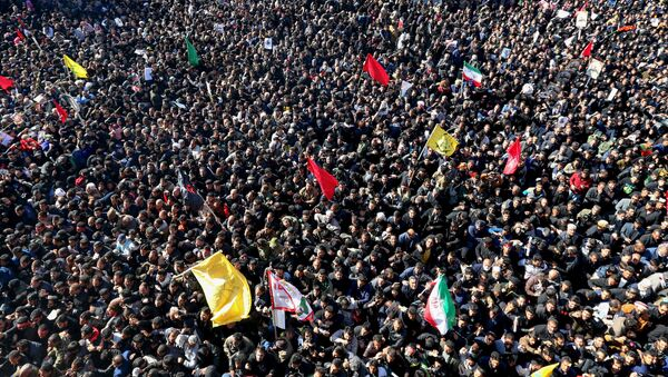 Iranian mourners during the final stage of funeral processions for top general Qasem Soleimani, in his hometown Kerman  - Sputnik International