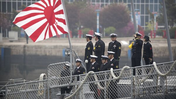 Sailors stand on deck of the Japanese destroyer Suzutsuki as it prepares to dock at a port in Qingdao in eastern China's Shandong Province, Sunday, April 21, 2019 - Sputnik International