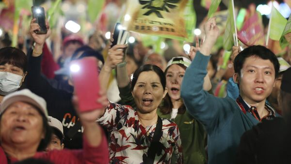 Supporters of Taiwan's 2020 presidential election candidate, Taiwan president Tsai Ing-wen of the Democratic Progressive Party (DPP), cheer during a campaign rally in Taipei, Taiwan, Friday, Jan. 10, 2020. Taiwan will hold its presidential election on Jan. 11, 2020. (AP Photo/Chiang Ying-ying) - Sputnik International
