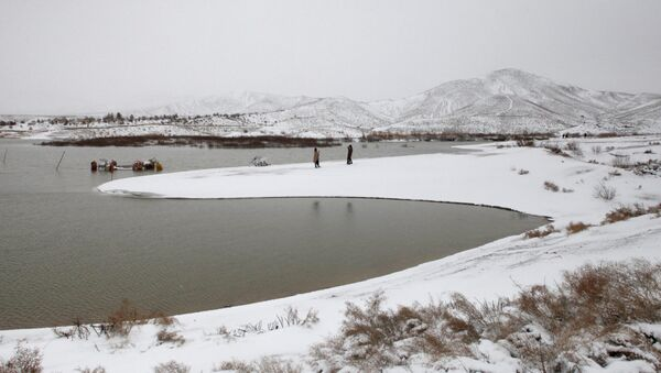 People visit the snow-covered Hanna Lake after a snowfall on the outskirts of Quetta, Pakistan January 12, 2020 - Sputnik International