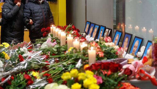Relatives of the flight crew members of the Ukraine International Airlines Boeing 737-800 plane that crashed in Iran, mourn at a memorial at the Boryspil International airport outside Kiev, Ukraine January 11, 2020 - Sputnik International