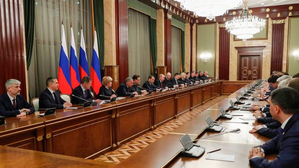 Russian President Vladimir Putin and Russian Prime Minister Dmitry Medvedev attend a meeting with the Russian government members - Sputnik International