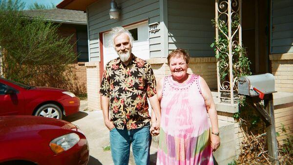 Terri Reid and her late husband Bill - Sputnik International