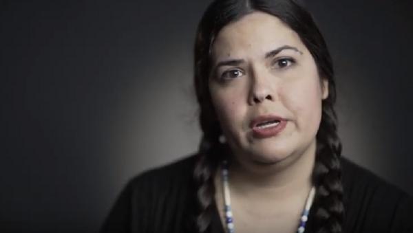 TSA Apologizes to Native American Traveler After Agent Pulls Her Braids  - Sputnik International