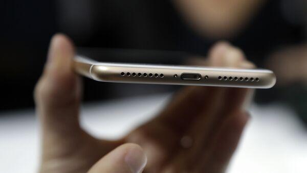 The lightning port of an iPhone 7 - Sputnik International