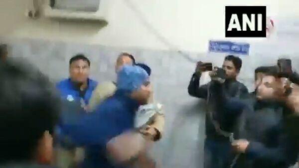 a rape convict attacks reporters after court hearing - Sputnik International