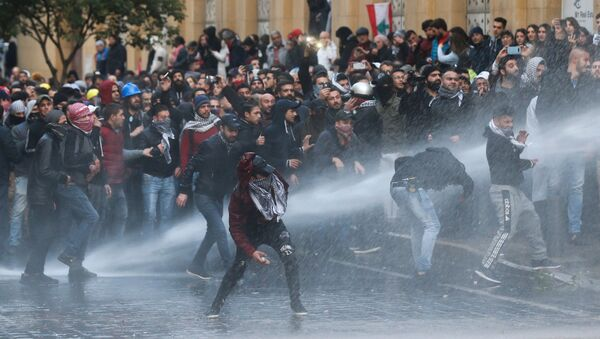 Demonstrators Hit by Water Canon During Protests in Beirut - Sputnik International
