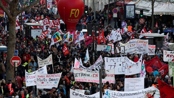 French Labour Unions and Workers on Strike Against Pensions Reforms in Paris - Sputnik International