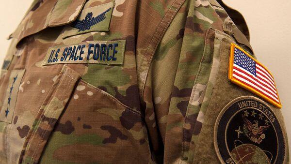 A military camouflage uniform bearing a U.S. Space Force nametape and U.S. Space Command shoulder patch - Sputnik International
