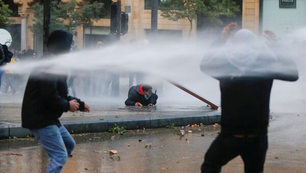 Demonstrators Are Hit by Water Cannon in Beirut - Sputnik International