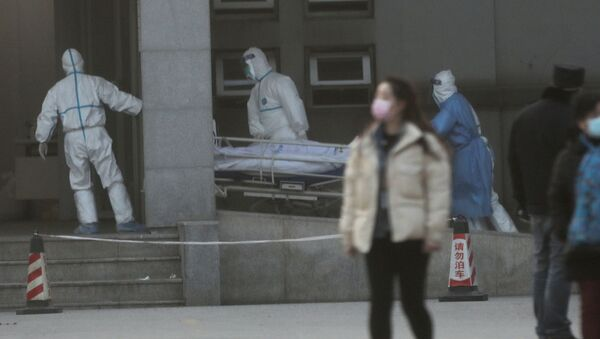 Medical staff transfer a patient at the Jinyintan hospital, where the patients with pneumonia caused by the new strain of coronavirus are being treated, in Wuhan, Hubei province, China January 20, 2020 - Sputnik International