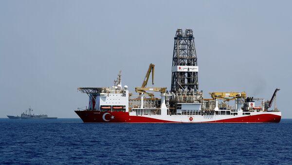 Turkish drilling vessel Yavuz is escorted by Turkish Navy frigate TCG Gemlik (F-492) in the eastern Mediterranean Sea off Cyprus, August 6, 2019 - Sputnik International