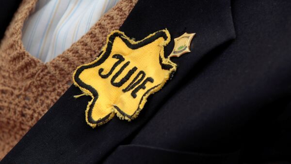 FILE PHOTO: Polish born Mordechai Fox, an 89-year-old Holocaust survivor, wears a yellow Star of David on his jacket during a ceremony marking Holocaust Remembrance Day at Yad Vashem Holocaust Memorial in Jerusalem May 2, 2011 - Sputnik International