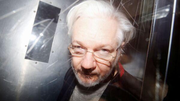WikiLeaks' founder Julian Assange leaves Westminster Magistrates Court in London, Britain January 13, 2020 - Sputnik International