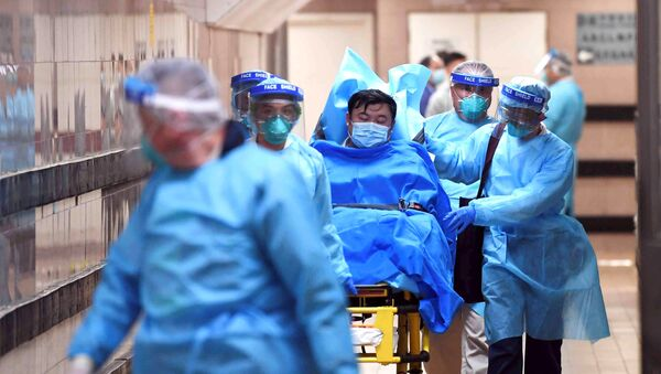 Medical staff transfer a patient of a highly suspected case of a new coronavirus at the Queen Elizabeth Hospital in Hong Kong, China January 22, 2020 - Sputnik International