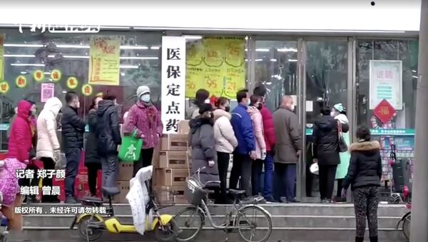 People wearing masks queue at a shop in Wuhan, Hubei province, China January 23, 2020, in this still image taken from video - Sputnik International
