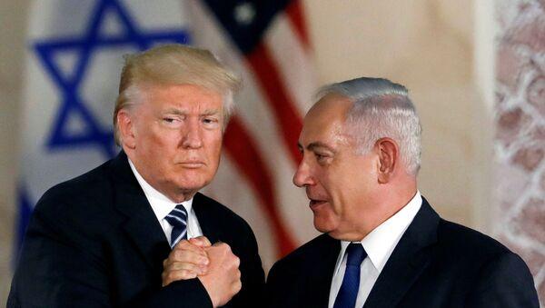 U.S. President Donald Trump and Israeli Prime Minister Benjamin Netanyahu shake hands - Sputnik International