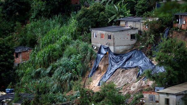 Rescue workers at Vila Ideal neighborhood in Belo Horizonte, Minas Gerais state, Brazil - Sputnik International