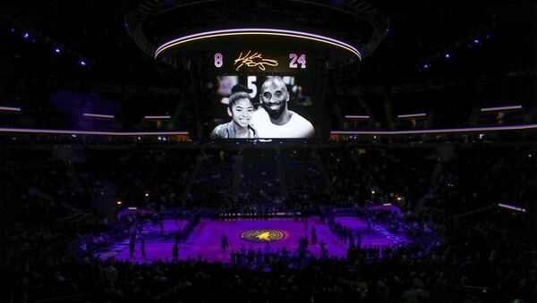 The Minnesota Timberwolves pause to remember Kobe Bryant and his daughter Gianna before the game with the Sacramento Kings at Target Center, Minneapolis, Minnesota, 27 January 2020 - Sputnik International