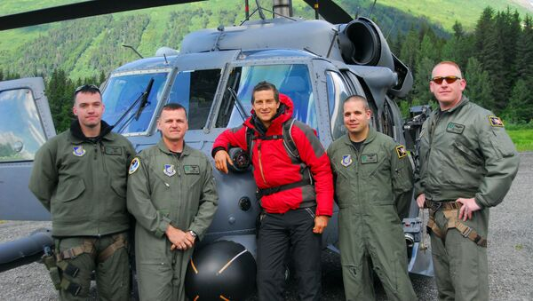 Bear Grylls in front of an Alaska Air National Guard, 210th Rescue Squadron HH-60 Pave Hawk helicopter before heading out to Spencer Glacier to film Man vs. Wild (Born Survivor) - Sputnik International